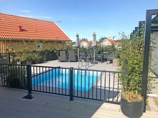 Poolstaket Herrestad runt pool